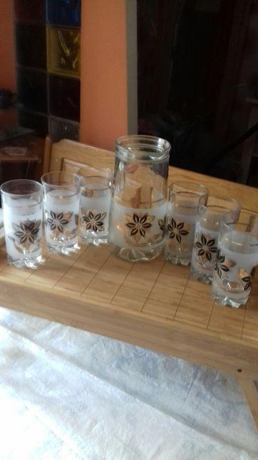 Стеклянный кувшин и 6 стаканов