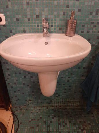 Umywalka z półpostumentem