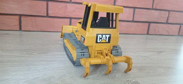 Zabawki spychacz CAT Bruder