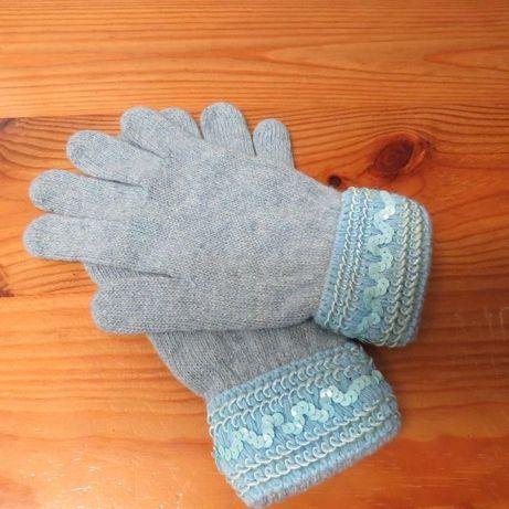 luvas de lã com punho em lantejoluas
