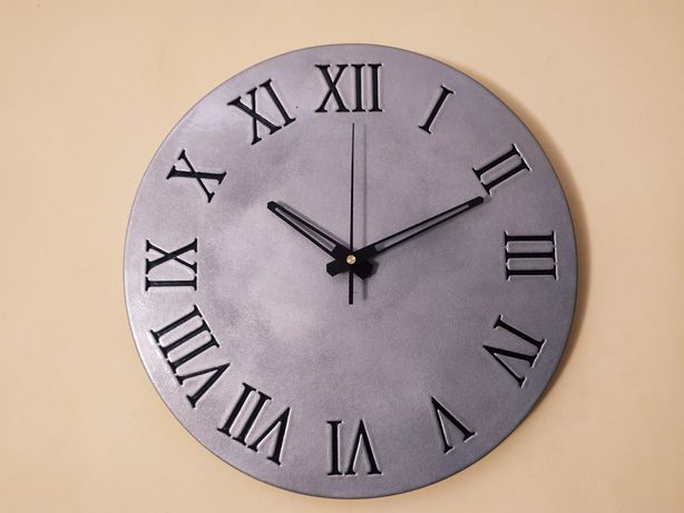 Часы из гипса с дефектами