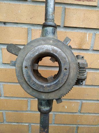 Клупп трубный1/2-2 в рабочем состоянии с комплектом резцов