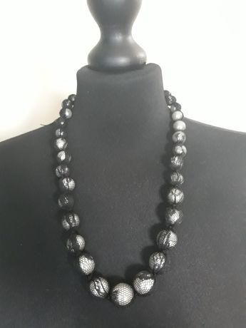 Naszyjnik korale perłowe w czarnej koronce
