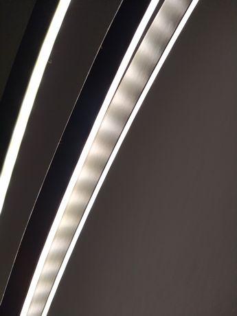 Candeeiro pé alto, três tiras de luz reguláveis, inox. Novo