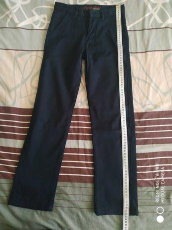 Штаны и джинсы на мальчика 5-7 лет в отличном состоянии