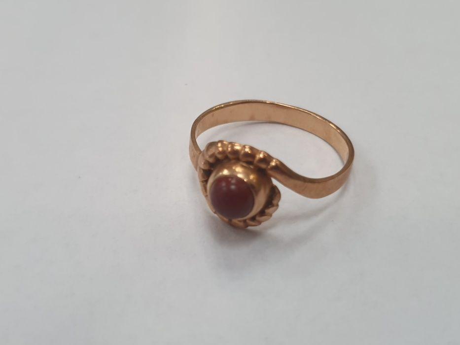 Piękny złoty pierścionek damski/ 585/ 3.84 gram/ Brązowe oczko/ R21 Gdynia - image 1