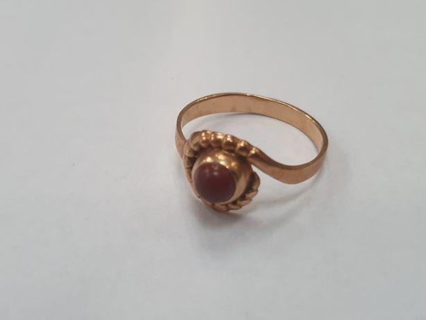 Piękny złoty pierścionek damski/ 585/ 3.84 gram/ Brązowe oczko/ R21