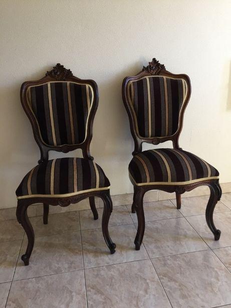 Par de cadeiras em Pau Santo -- Estilo Romântico ( Época 1850 )