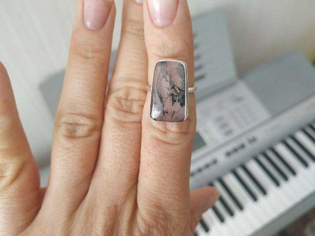 """Кольцо с уникальным Горным хрусталем """"Волосы Венеры"""" в серебре."""