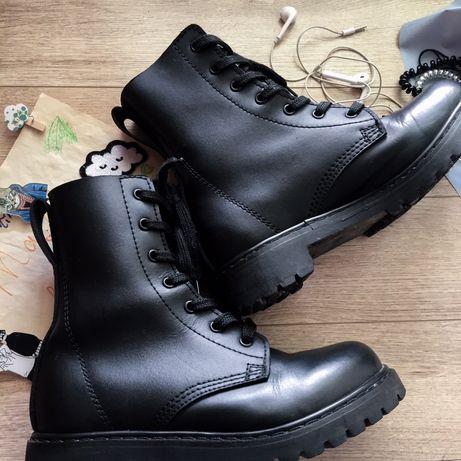 Черные кожаные модные современные ботинки-берцы