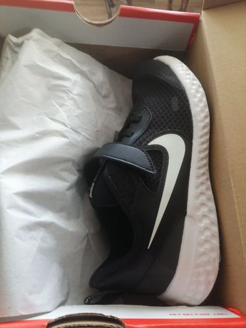 Tenis Nike revolution