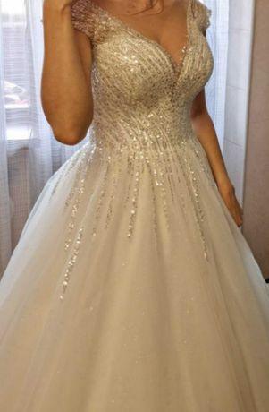 Продам или сдам в аренду шикарное свадебное платье,покупали в салоне