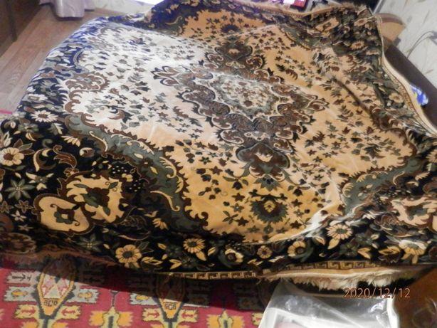 продам покрывало ковровое с бахромой