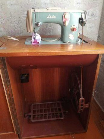 Продается чешская швейная машинка