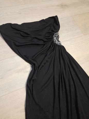 чёрное блестящее вечернее или выпускное платье, длинное
