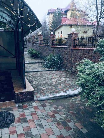 Здаем фассадное помецения на два входа