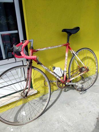 A pedido vendo bicicleta de corridas em bom estado.