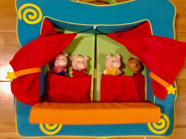 Кукольный театр Manhattan Toy и 2 комплекта кукол