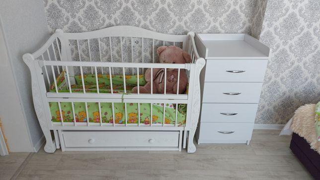 Дитяче ліжечко з маятником та шухлядою