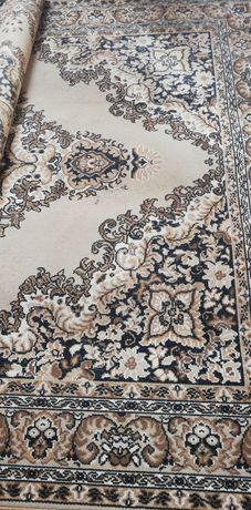 Stary, duży dywan