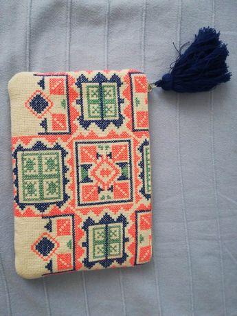 Torebka Promod azteckie wzory z pomponem