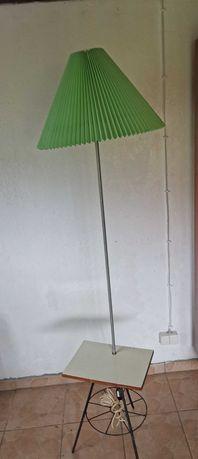 Lampa stojąca, gazetnik, stolik PRLBU