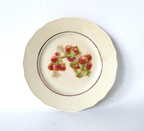 Talerz porcelana ecru truskawki złocony kremowy stary
