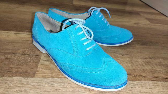 Яркие замшевые туфли 41 размер