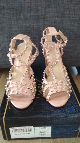 Piękne stylowe buty DeeZee r. 39