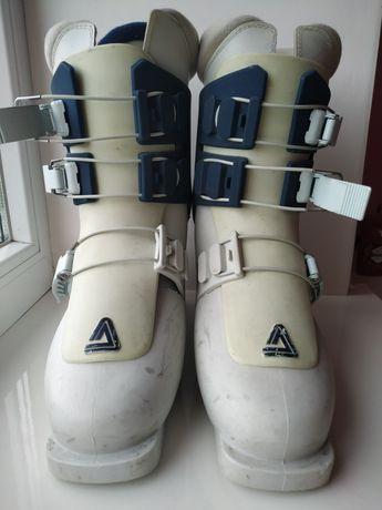 Лыжные ботинки белые