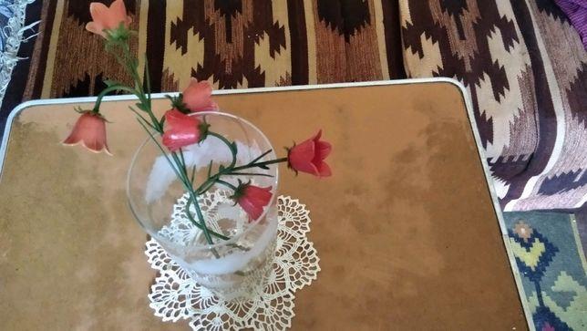 Продаю красивую стеклянную прозрачную вазу для цветов