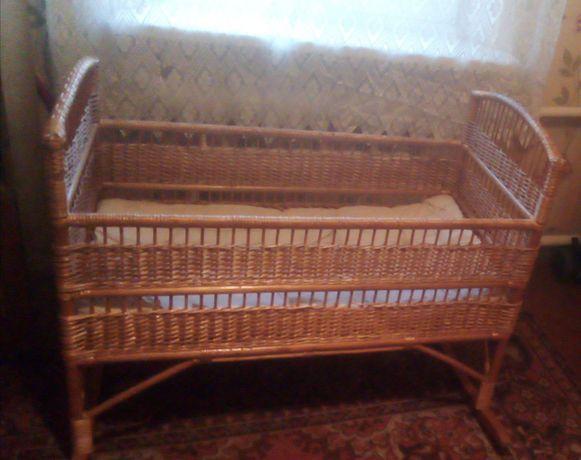 Продам дитяче ліжечко в хорошому стані с рочно ручна робота