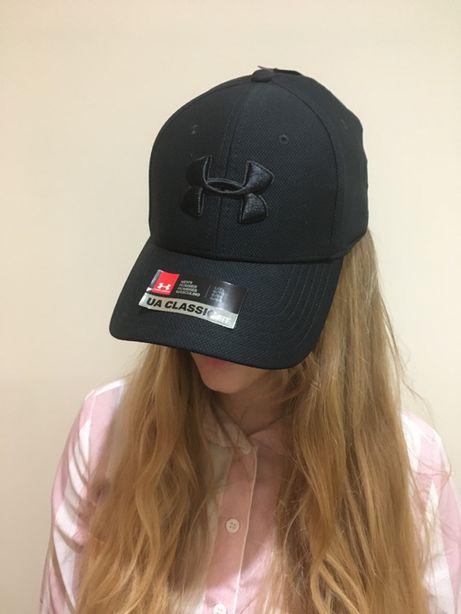 Mini KAMERA Online WiFi UKRYTA w czapce z daszkiem marki UNDER ARMOUR