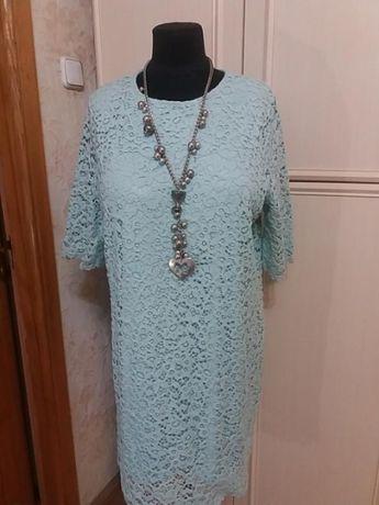 Платье из натурального кружева на чехле m&s р.56.много вещей больших р