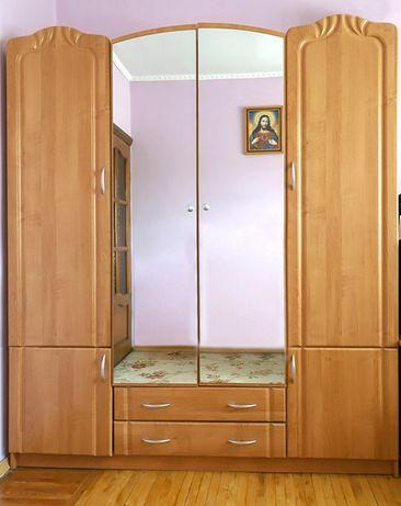 Шафа 4-х дверна Стан нової (2 дзеркала на дверях)