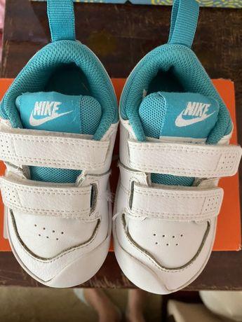 Кросовки Nike детские размер 6 кожаные