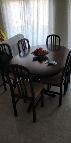 Mesa em madeira maciça extensível com 6 cadeiras