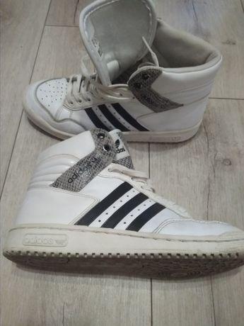 Обувь спортивная (женская)