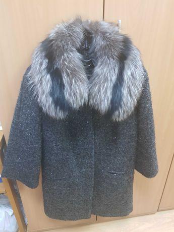 Пальто шерстяное с натуральным воротником чернобурки Love Republic р.S