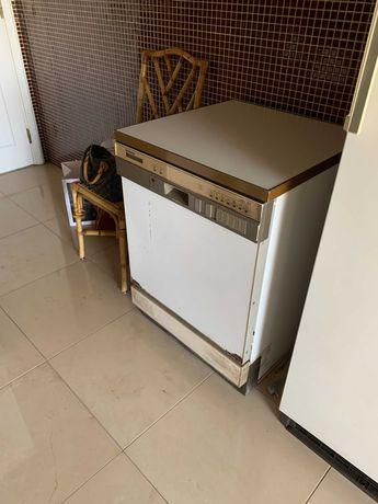 Máquina de Lavar louça e a funcionar
