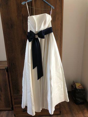 Suknia ślubna ecru z kieszeniami i granatowym pasem - luźne biodra