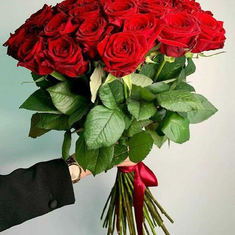 Букет 17 роз. Красные, белые розы, букеты, доставка цветов. Подарок
