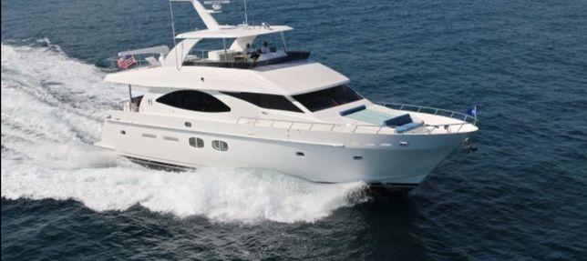 Entregas e transporte de embarcações a motor e à vela.