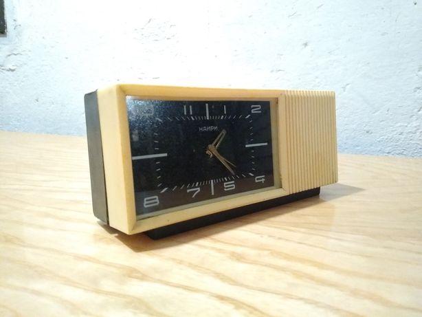 Zegar zegarek nakręcany Nairi Radziecki z pozytywką