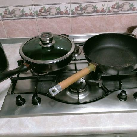 Сковородки одна чугунная срочно