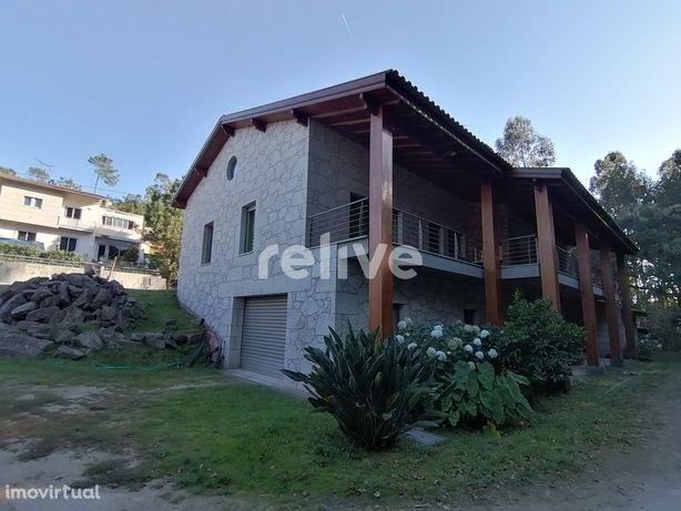 Moradia V3 de 637 m2 em Palmeira de Faro, Esposende