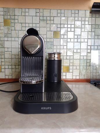 Ekspres do kawy Krups + nowy stojak na kapsułki