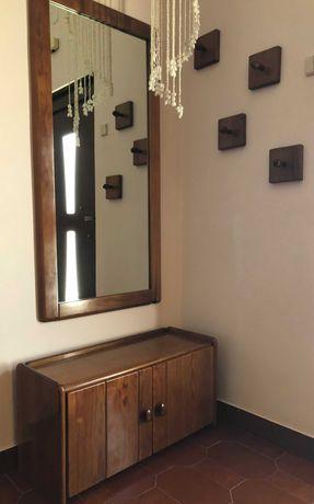Espelho, cabides, sapateira e mesa de apoio em pinho maciço, mel
