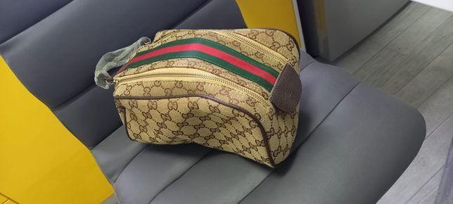 Pochete Gucci Interior dourado