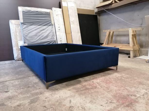 Łóżko tapicerowane bez zagłowia BOX łoże na nóżkach pojemnik stelaż